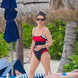 Catherine Zeta-Jones w stroju kąpielowym