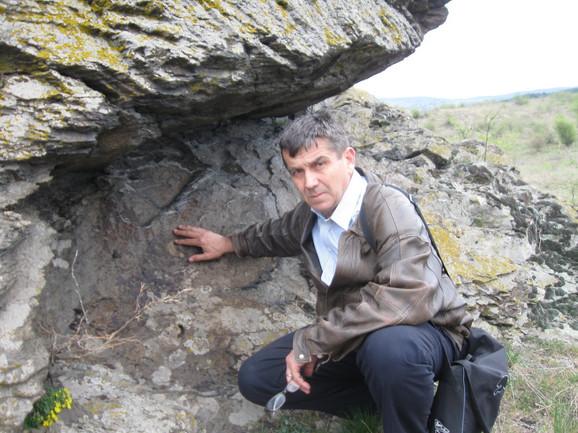Dragan Jacanović na mestu gde su prinošene žrtve