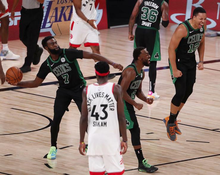 Košarkaši Boston Seltiksa slave trijumf nad Toronto Reptorsima