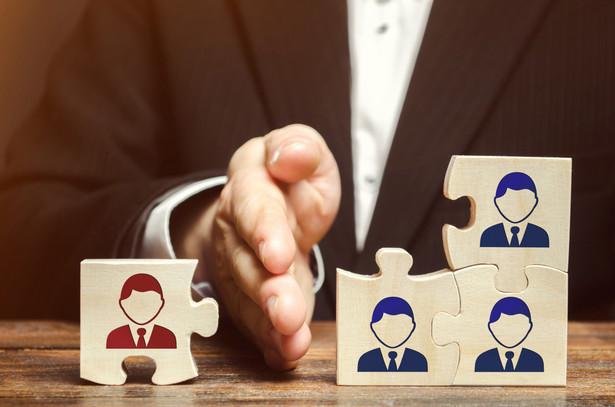 Ustawa o zwolnieniach grupowych nakłada obowiązek konsultacji z zakładowymi organizacjami związkowymi