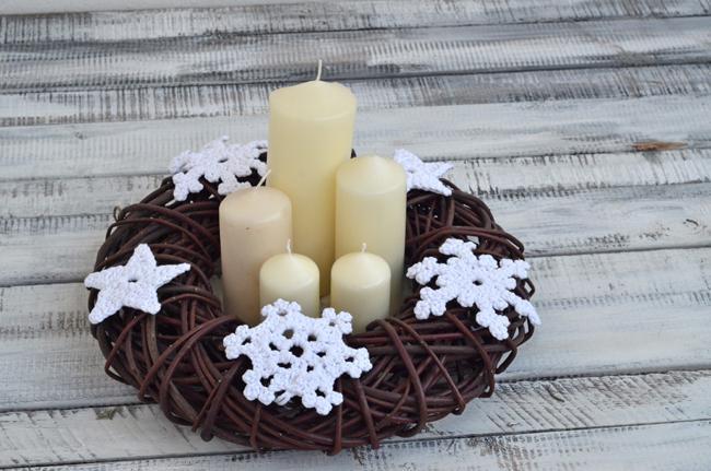 Bożonarodzeniowy stroik wiklinowy