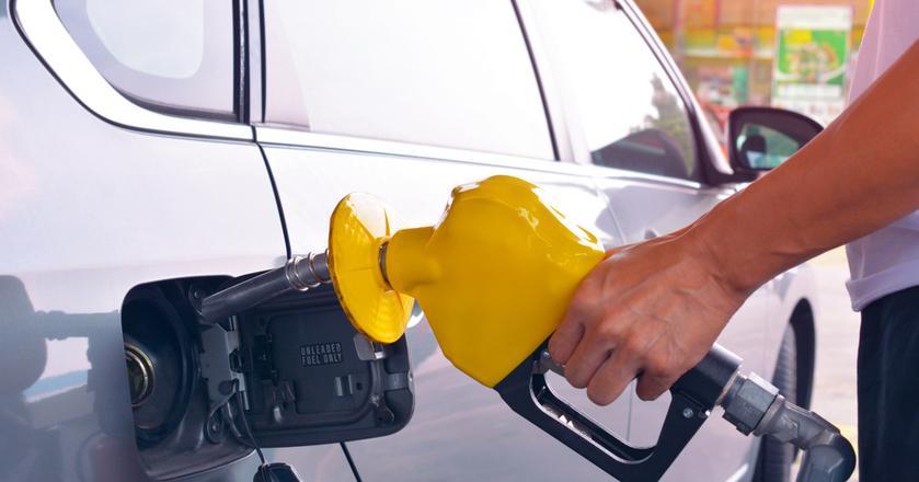 Początek października powininen przynieść obniżki cen paliw na stacjach