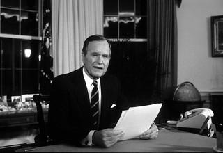 George H.W. Bush - prezydent USA w czasie historycznych zmian [SYLWETKA]