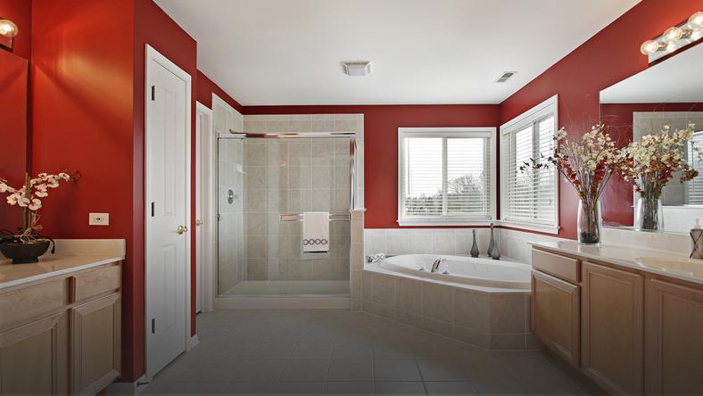 łazienka W Czerwonym Kolorze Dom