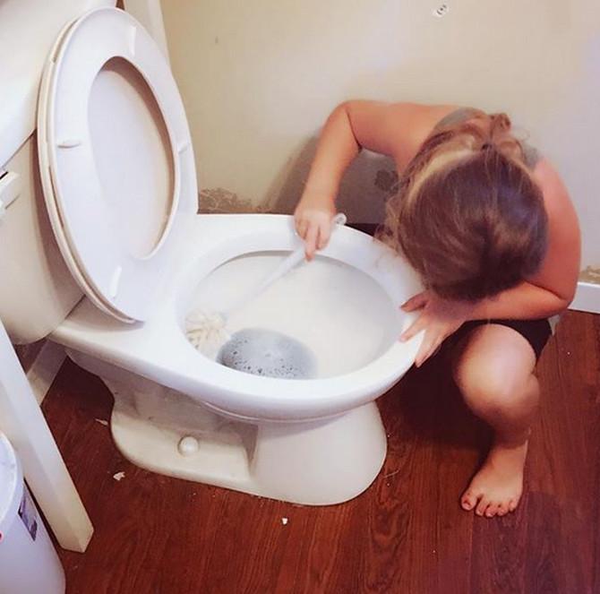 Sigurno i vi WC šolju ribate ovako