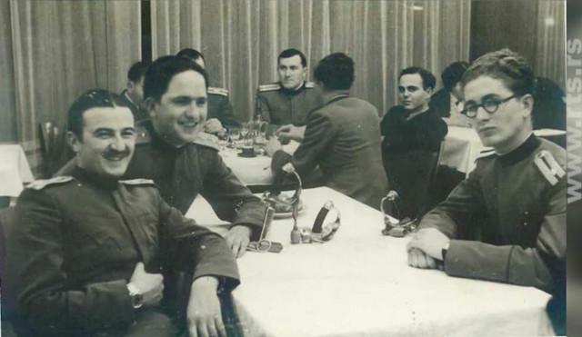 Oficiri Kraljevine Jugoslavije.  Božidar Žugić, drugi sa leve strane.
