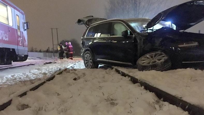 A magyar labdarúgó autójának jobb oldala sérült, azelső kerék ki is szakadt a baleset során/Fotó: Blikk