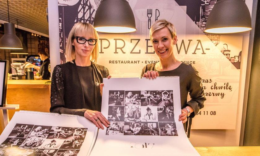 """Aukcja kalendarzy """"Siła jest kobietą"""" w Łodzi. Współorganizatorki Gabriela Lindner i Anna Grabarek"""