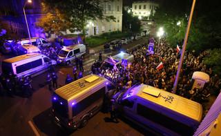 KGP: Działania policjantów zabezpieczających manifestacje przed parlamentem były właściwe