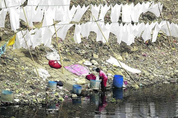 Grad Daka svakodnevno ispušta oko 4.500 tona čvrstog otpada i najveći deo se ispušta u Burigangu