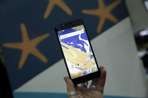 Alcatel A5 LED se u Srbiji košta 28.890 dinara