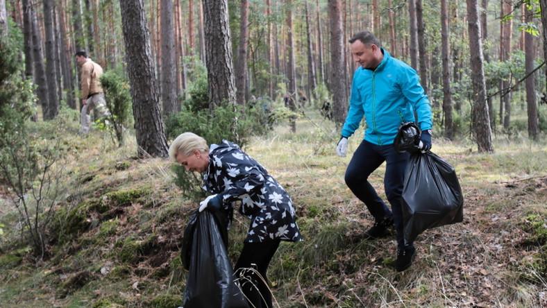 """Para prezydencka zainaugurowała wczoraj ogólnopolską akcję sprzątania lasu """"sprzątaMY"""" realizowaną we współpracy z Lasami Państwowymi..."""