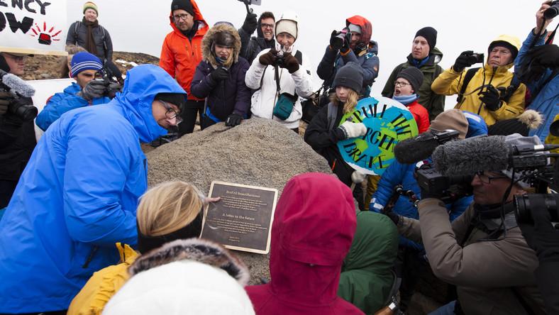 Islandczycy pożegnali lodowiec Okjokull