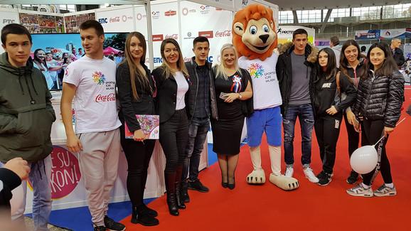 Fudbaleri Partizana Luka Cucin i Armin Đerlek su ovog petka posetili štand Sportskih igara mladih na Sajmu