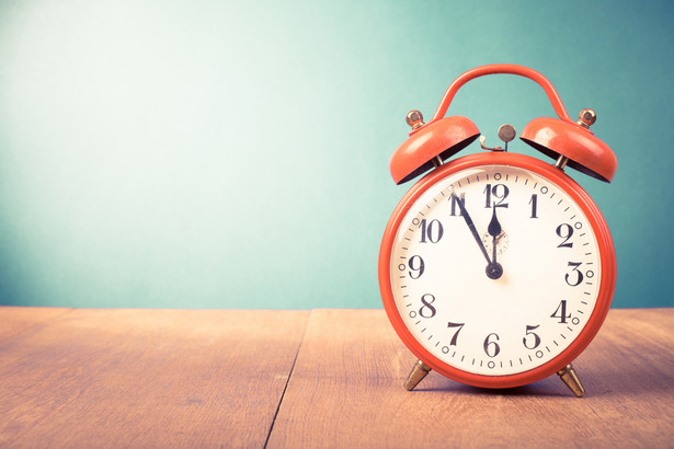W Polsce zmiana czasu z letniego na zimowy będzie miała miejsce w nocy z soboty na niedzielę, z 26 na 27 października 2019. Przestawiamy zegarki z godziny 3:00 na 2:00.