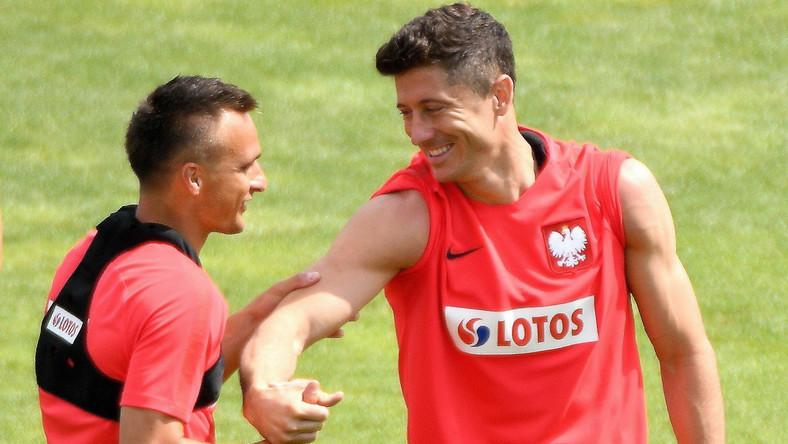 Sławomir Peszko (L) i Robert Lewandowski (P)
