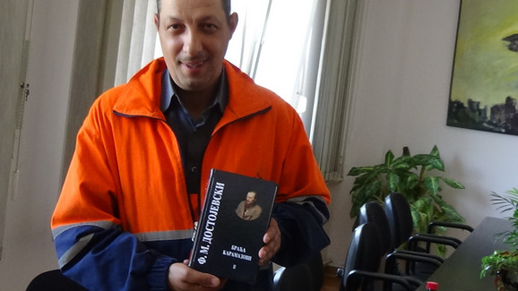 Arsa dobio i komplet knjiga Dostojevskog