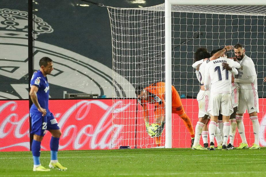 Piłkarze Realu cieszą się z gola przeciw Getafe