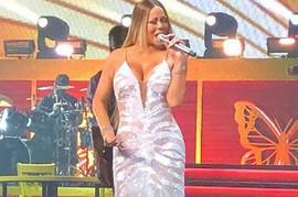 Do juče su joj govorili da joj je karijera PROPALA ZBOG DEBLJINE: Diva se pojavila na sceni u OVOJ HALJINI, a cela sala je GLASNO UZDAHNULA