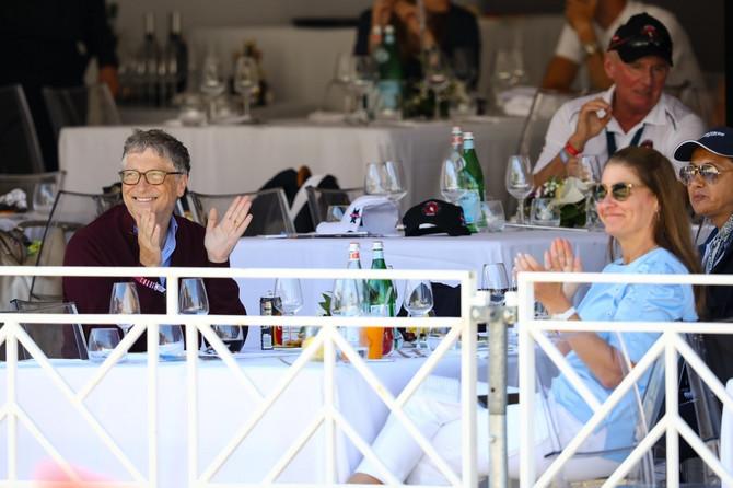 Melinda i Gejts gledaju nastup svoje ćerke na takmičenju u Monaku