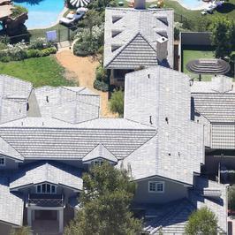 Angelina Jolie przeprowadziła się do nowego domu. W jego sąsiedztwie mieszkają...