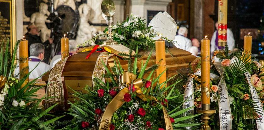 Pogrzeb biskupa Tadeusza Pieronka. Tak pożegnano Ekscelencję