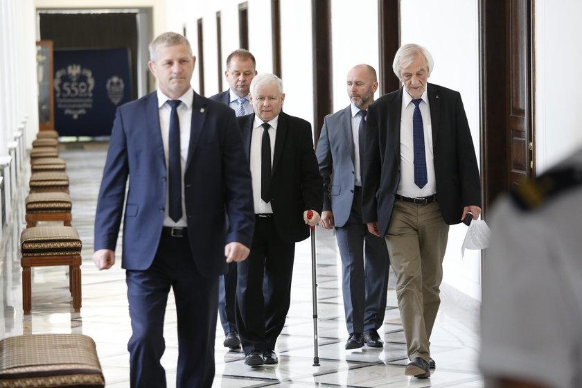 Jarosław Kaczyński po raz pierwszy od powrotu ze szpitala pojawił się w Sejmie