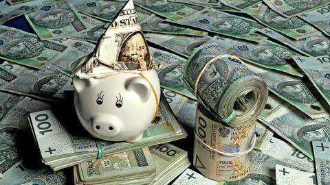Przecena polskiej waluty postępuje. W poniedziałek za euro płaciliśmy 4,50 zł.
