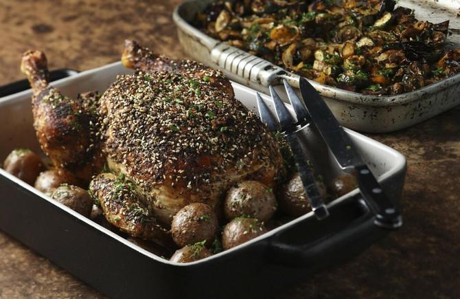 Utrljajte mešavinu u meso koje ste prethodno osušili ubrusom. Ostavite da odstoji, ispecite i očekujte čudo