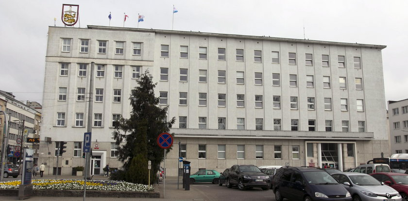 Urzędnik z Gdyni wyłudził ponad 100 tys. zł! Oszukiwał miasto przez 9 lat!