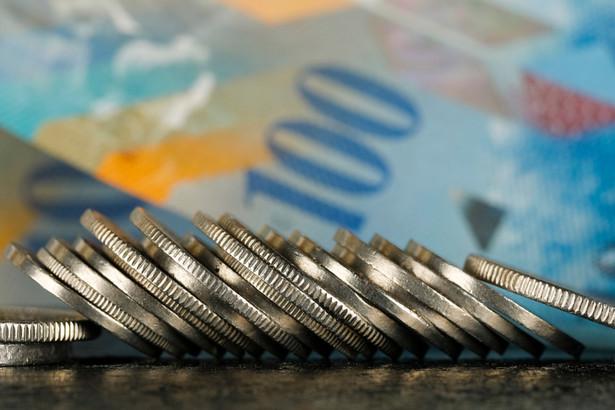 """Po wydaniu przez Trybunał Sprawiedliwości Unii Europejskiej wyroku, dotyczącego tzw. """"kredytów frankowych"""", wiele osób, posiadających kredyty w tej walucie, postanawia walczyć w sądzie o swoje prawa."""