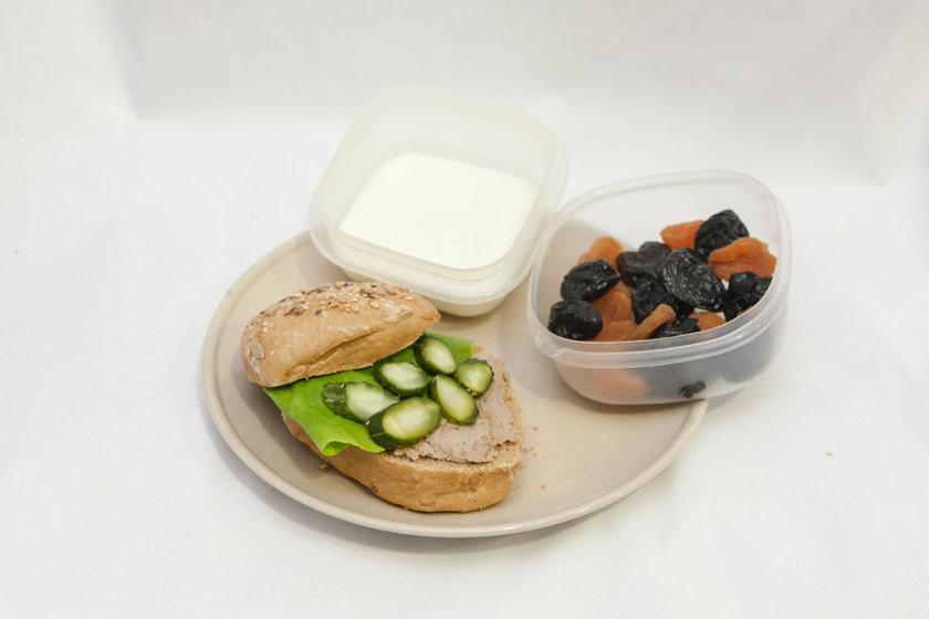 Zrób dziecko pożywne śniadanie do szkoły