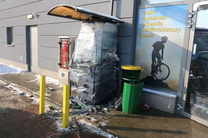 Wysadzili bankomat i ukradli gotówkę