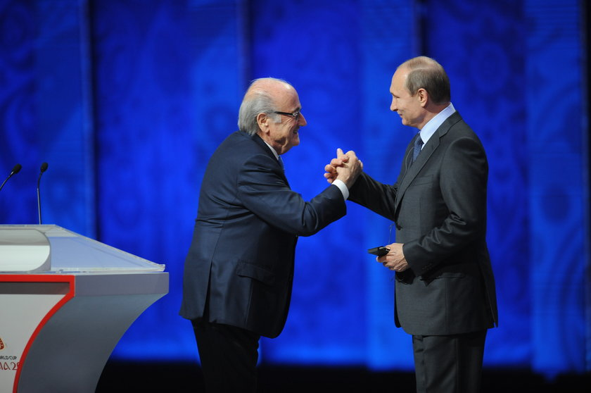 Władimir Putin wspiera Seppa Blattera w trudnych chwilach