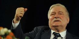 Wałęsa broni oficera SB!