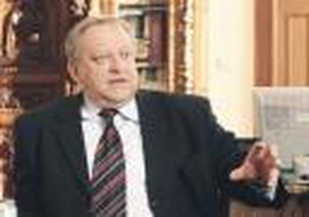 Przewodniczący komisji zdrowia Bolesław Piecha (PiS) w ubiegły czwartek oświadczył w liście do marszałka Sejmu, że przewodniczący podkomisji Jarosław Katulski (PO) zabrania posłom zadawania pytań i wyrażania opinii.