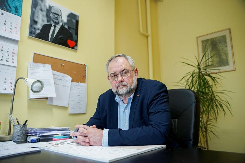Piotr Adamowicz w swoim biurze poselskim.