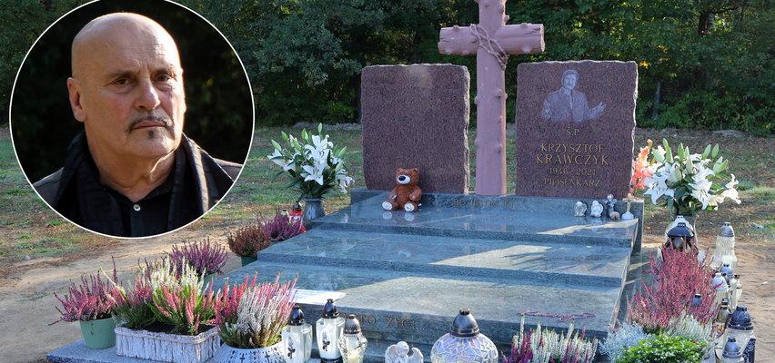 Bogata symbolika, fotowoltaika, światła i muzyka na grobie Krzysztofa Krawczyka. Marian Lichtman dla Faktu: To nie jest w moim guście
