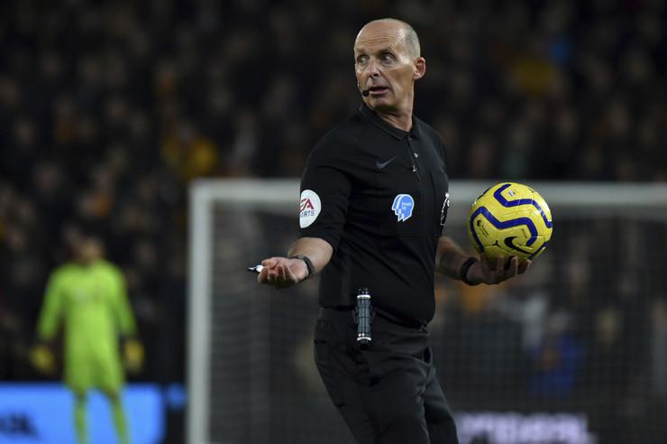 Fudbalski sudija Majk Din
