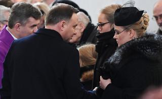 Dalekie miejsce Dudy na pogrzebie Adamowicza było 'istotne dla organizatorów'? Rzeczniczka: To nie była uroczystość państwowa