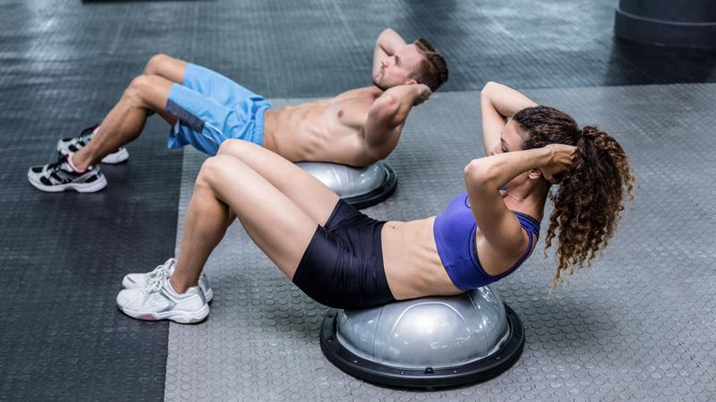 """Najlepszą definicją crossfitu jest """"skrzyżowanie gimnastyki z olimpijskim podnoszeniem ciężarów"""", trening obejmuje bowiem ciężkie ćwiczenia siłowe"""