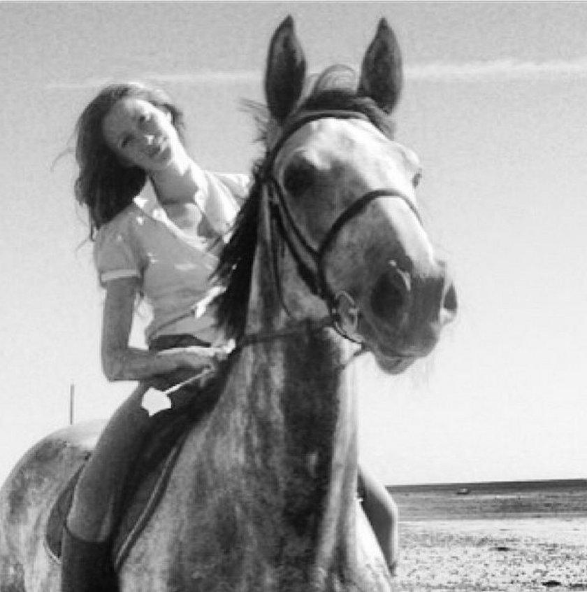 Kate Rozz na koniu