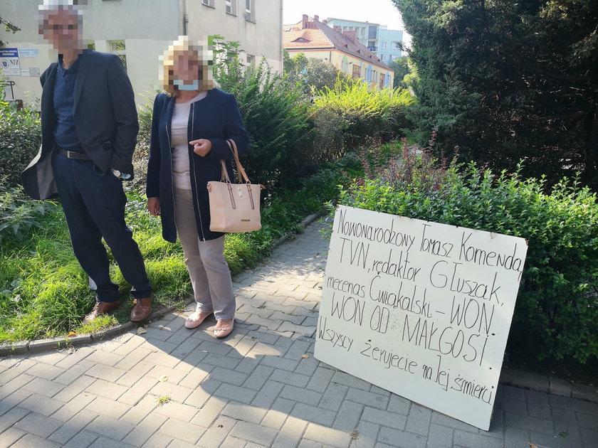 Protest rodziców Małgosi przed wrocławskim sądem