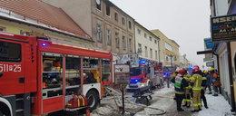 Pożar strawił kamienicę w centrum miasta. Ludzie skakali z okien. Rodzina mistrza Polski potrzebuje pilnej pomocy