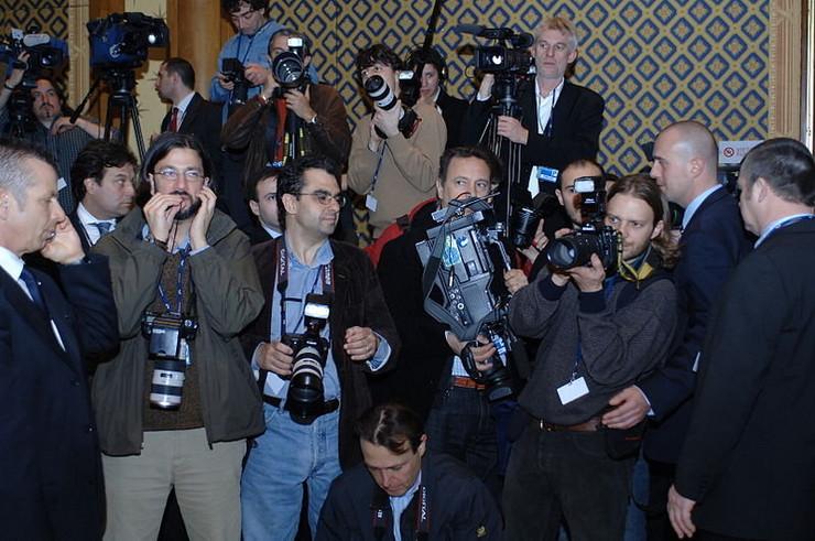 449944_novinari-wiki1