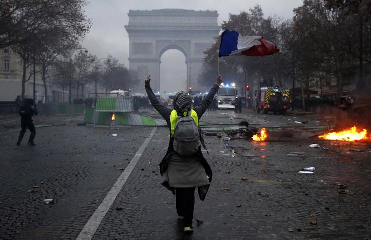 Pariz 11 foto EPA YOAN VALAT