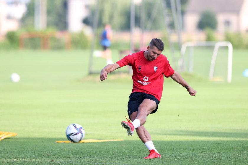 Piłkarze Górnika powtarzają, że zdumiewa ich, jak Podolski zachowuje się w czasie treningów.