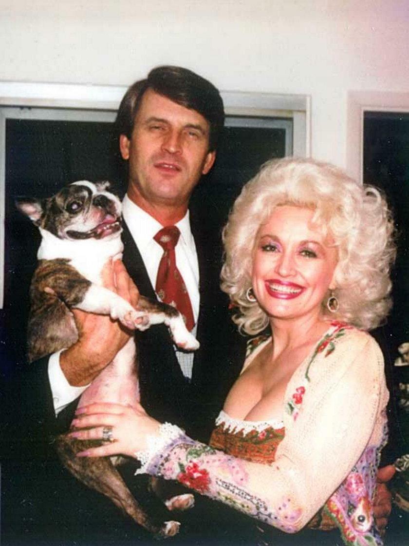 Dolly Parton z mężem Carlem Deanem i psem Popeyem