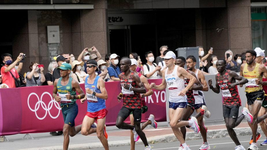 Maraton (Eliud Kipchoge – trzeci od lewej)