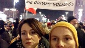 Maja Ostaszewska i Magdalena Cielecka protestują w marszu KOD-u. Fani oburzeni